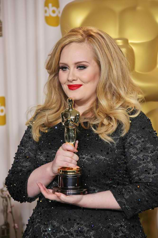 Adele Spotted Debuts Baby Bump & Wedding Ring
