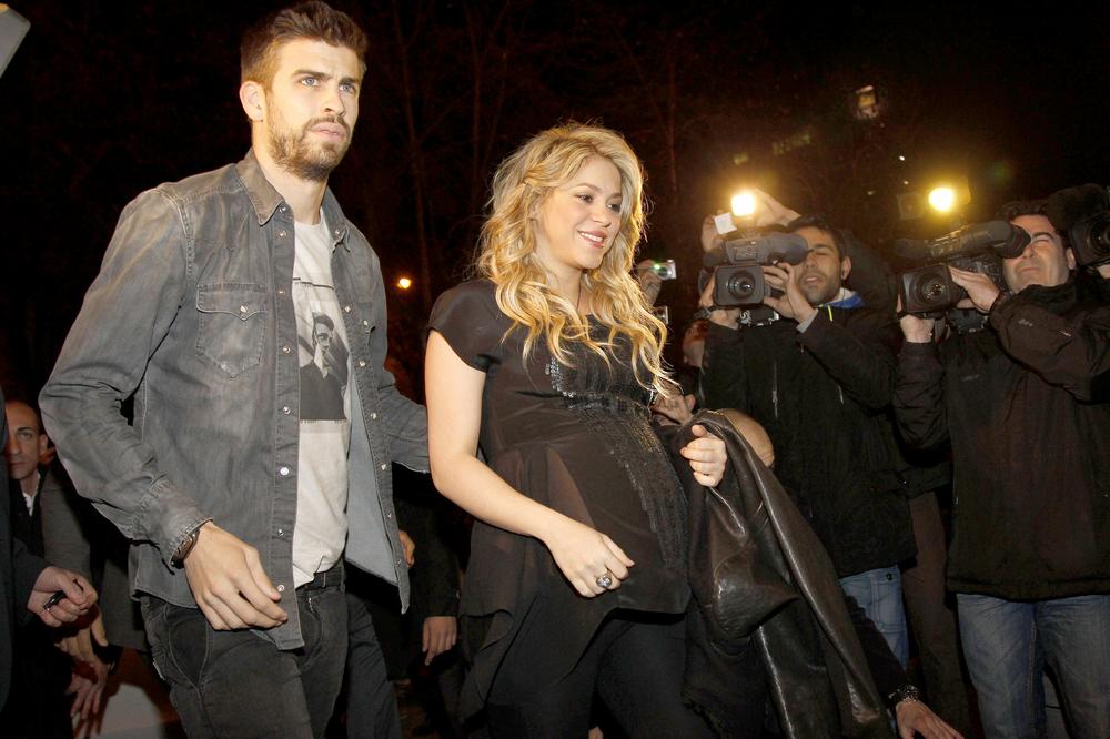 "Shakira Attends Father William Mebarak Chadid's ""Al Viento y Al Azar"" Book Signing at Casa del Libro in Barcelona on January 14, 2013"